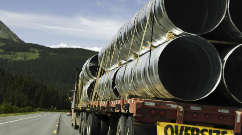 Tackling the Challenges of Trucking Oversized Shipments